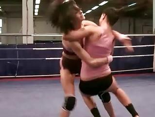 Liz Valery vs Larissa Dee
