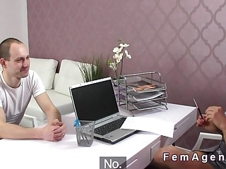 Married guy fucks female agent in casting