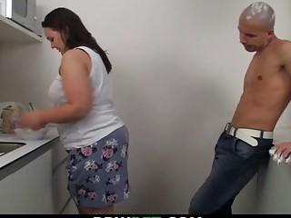 Brunette fat girlfriend gets screwed on the kitchen
