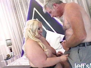 Fat Zoey Skyy Brings a Stranger Back to Her Room and Annihilates His Cock