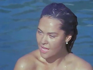 HULYA AVSAR SIKIS SEVISME PORNOSU SEKS FILM EROTIK