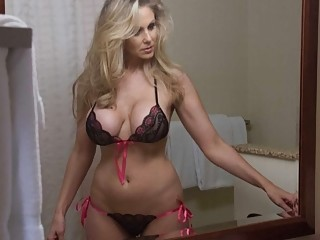 Lucky man relaxes in hotel room with busty cougar Julia Ann