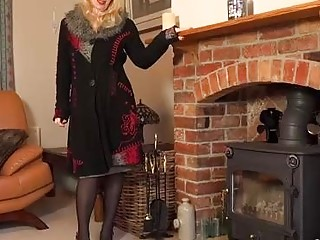 Lucinda is a beautiful, blonde mature who likes to masturbate on the floor, until she cums