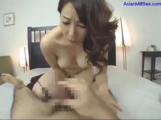 Milf Fingers Herself Squirts