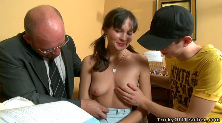 Молодая студентка трахается с русским учителем