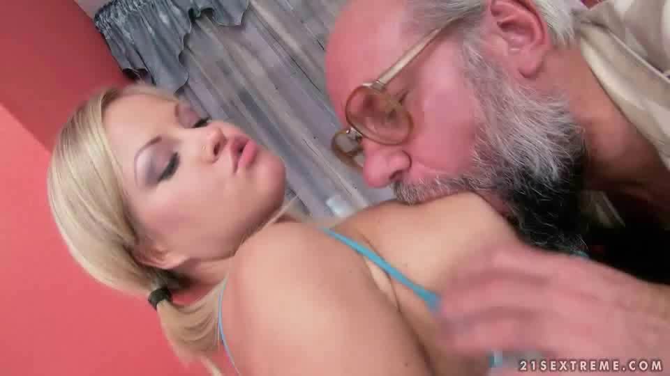Teen Girl Fucks Grandpa