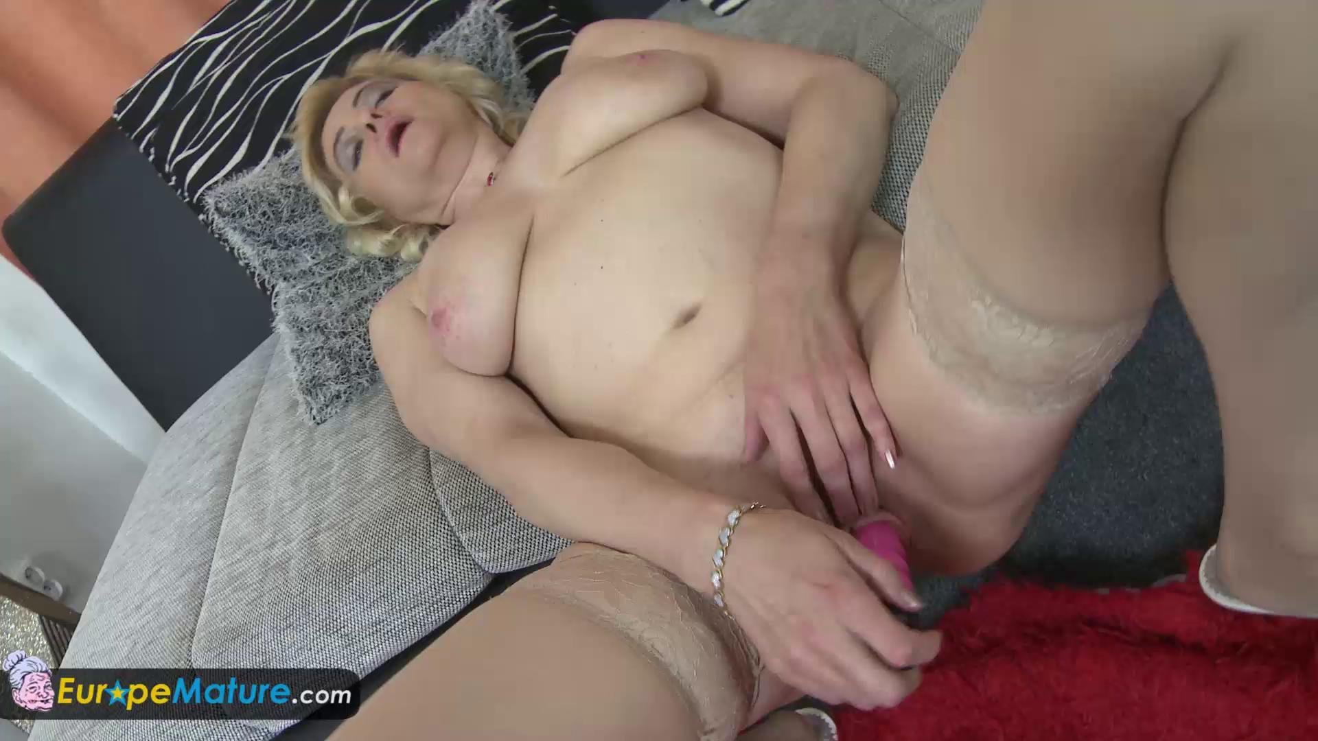 Ebony Mature Solo Orgasm