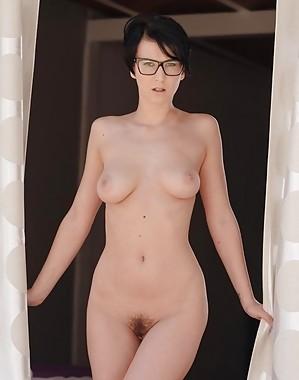 Emylia Argan Videos